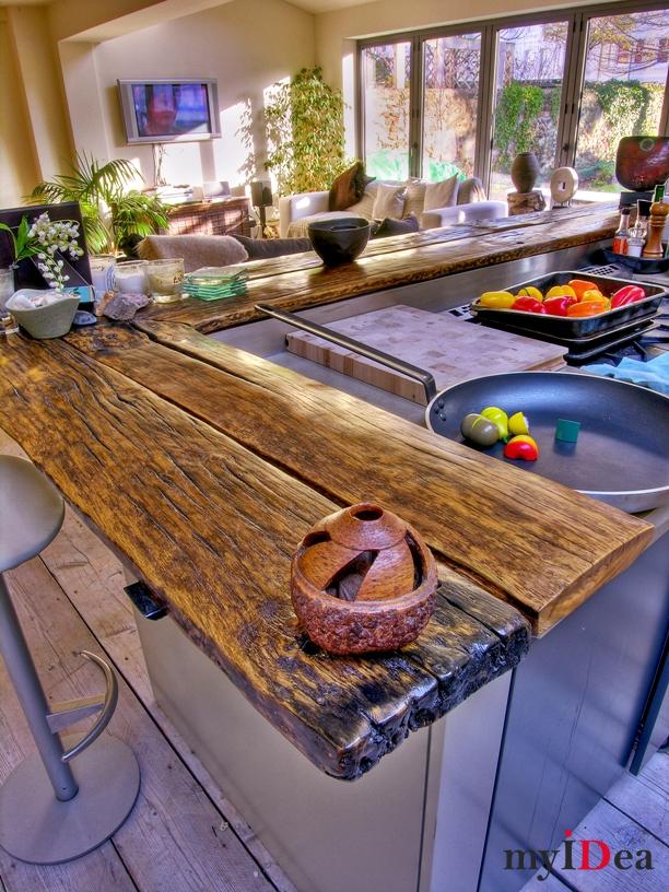 Старое дерево в интерьере кухни